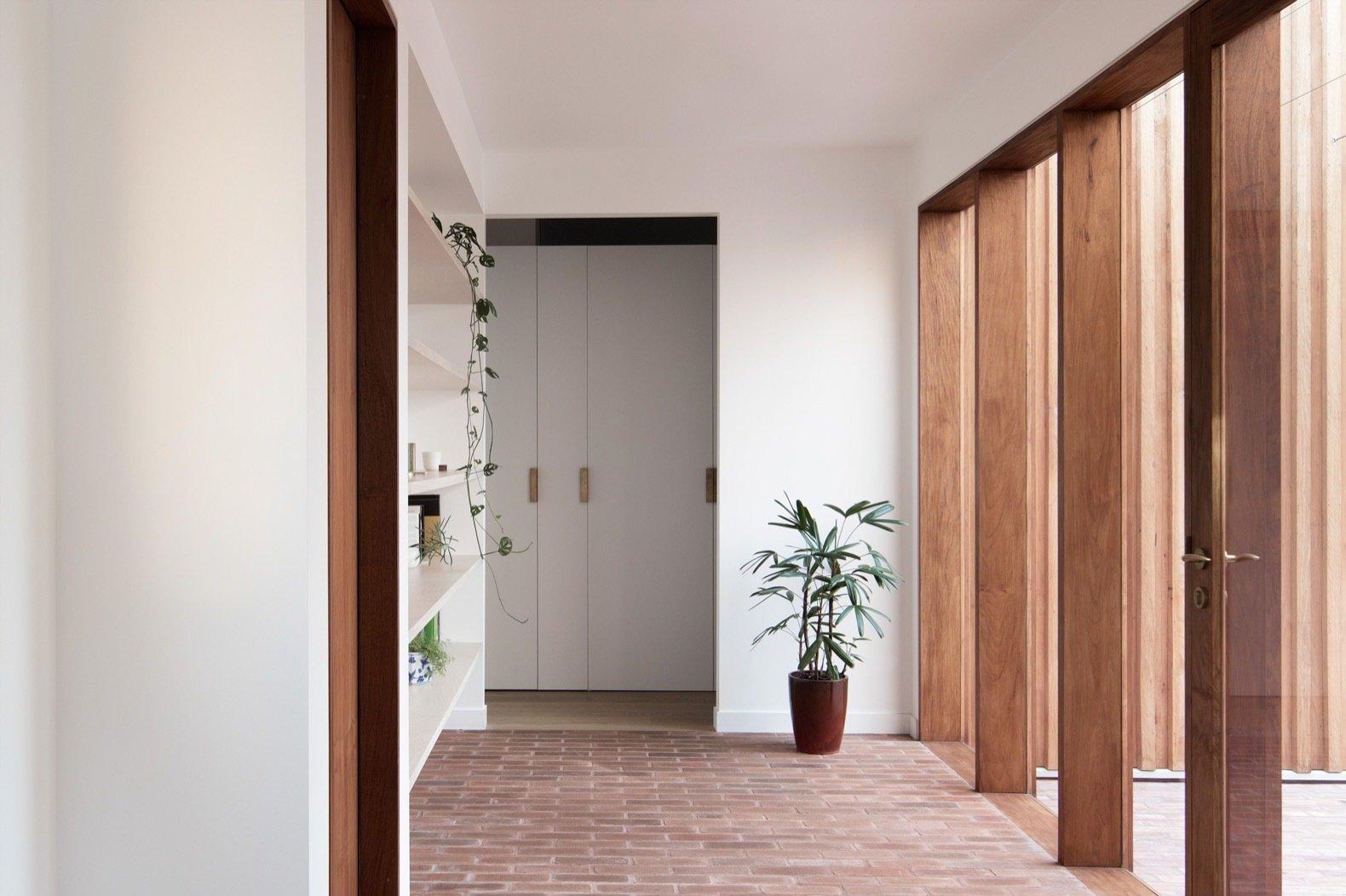 Three Piece House reading corridor