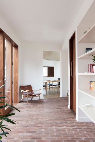 A Hedwig chair by David Ericsson anchors the reading corridor.