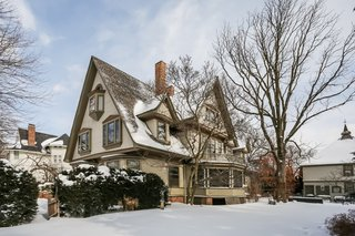 "Own a Frank Lloyd Wright ""Bootleg"" Gem in Illinois For $1.2M"