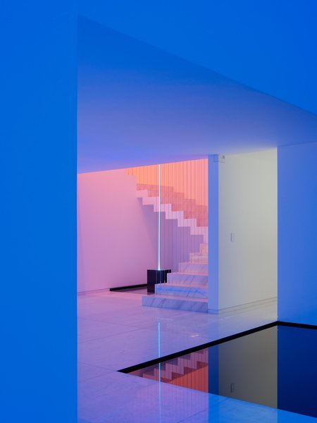 When dusk descends on Mexico City, an all-white house takes on a surreal new atmosphere as an alchemy of LEDs bathes the interior in vibrant colors. The dreamlike abode is the work of Miguel Angel Aragonés, a self-taught architect of the Mexican design studio Taller Aragonés, and one of four structures on his property—three houses and a studio—collectively called Los Rombos after their rhomboid shape.