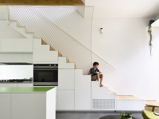 For a minimalist balustrade, the architects installed Ronstan Carl Stahl X-Tend stainless steel mesh to separate the stairs from the kitchen.