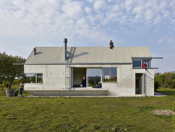 """When artist Birgitta Burling and her husband Staffan decided to build a house on the idyllic Swedish island of Gotland, they set their ambitions high. """"The brief was to make a house that can do several things…to create a house with very little boundaries and infinite possibilities,"""" says French architecture and landscape firm Collectif Encore."""