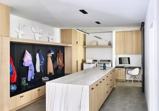 Located next to the garage, the multipurpose mudroom houses the laundry and office space and serves as a transition zone into the home.