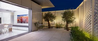 The home's doors have three automated layers: a clear glass insulated door for enclosure, a frosted insulated glass door for privacy and protection against sun glare, and a bug-screen. The doors can be controlled via touchscreen interface.