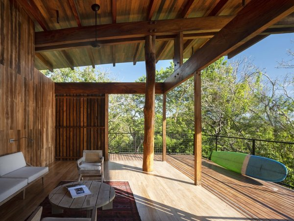 The largest beams in the home are made of cenizaro—a native tree that's larger than teak but has a similar grain.