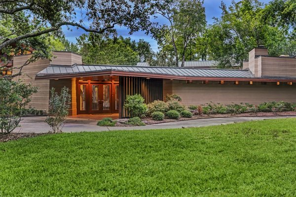 Located in Bunker Hill, the Thaxton House features all the hallmarks of Usonian design. It's defined by a simple, natural material palette and offers ample opportunities for indoor/outdoor living.