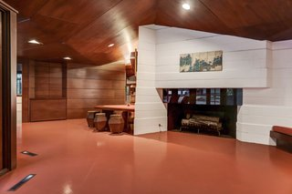The Thaxton House was designed around a 120/60 parallelogram system that yields a diamond shape. This geometric form defines not only the floor plan, but also the furnishings and cabinetry.