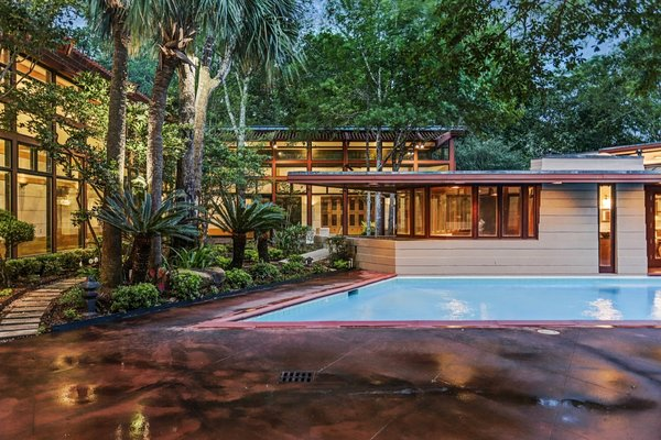 After narrowly escaping demolition in the 1990s, Frank Lloyd Wright's Thaxton House has been respectfully restored and updated—and it just returned to the market for $2,850,000. The house is one of only three Wright-designed homes in Texas, and it's the sole Wright residence in Houston.