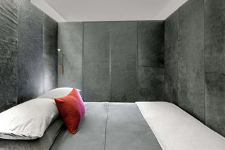 The interior of the bed container is covered with Italian cowhide dyed dark gray.