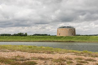 Located in an Area of Outstanding Natural Beauty in the secluded village of Bawdsey, the Martello Tower Y overlooks views of the sea and countryside.