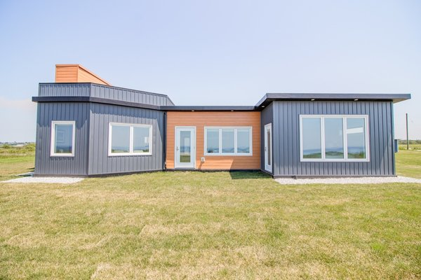 This Hurricane-Resistant Prefab Is Made From More Than 600,000 Recycled Plastic Bottles
