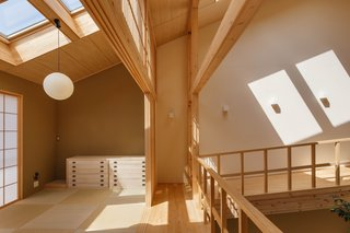 """""""The husband preferred hinoki for its calm, plain grain, and bright color,"""" explains the architect. """"I agreed not only because of its appearance, but also because of its functionality. Hinoki is one of the lightest timbers&nbsp;<span style=""""font-family: Theinhardt, -apple-system, BlinkMacSystemFont, &quot;Segoe UI&quot;, Roboto, Oxygen-Sans, Ubuntu, Cantarell, &quot;Helvetica Neue&quot;, sans-serif;"""">and has great heat insulation properties</span><span style=""""font-family: Theinhardt, -apple-system, BlinkMacSystemFont, &quot;Segoe UI&quot;, Roboto, Oxygen-Sans, Ubuntu, Cantarell, &quot;Helvetica Neue&quot;, sans-serif;"""">. It is also very soft and comfortable to walk on barefoot .""""</span>"""