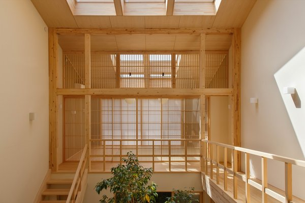 The hinoki is left in its natural state save for a transparent natural wax seal that allows the wood's natural fragrance to come through. The floors, ceilings, and walls are all built of hinoki, including the handrails and the slatted doors.