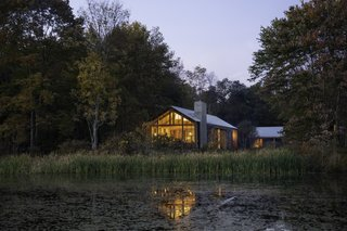 Set on a two-acre site abutting Lake Upton in the Hudson Valley, the Clinton Corners Residence is carefully sited to respond to the lake and maximize privacy.