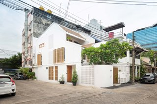 Located close to major transit hubs in Bangkok's bustling Ekamai neighborhood, the 2 in 1 House can serve as a primary home and a rental at the same time.