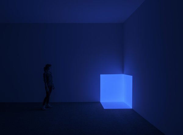 Squat Blue (1968), from the Projection Pieces series, is the earliest Turrell work exhibited at Passages of Light and is part of la Colección Jumex.