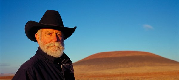 Born in Los Angeles in 1943, Turrell is a pioneer in the Southern California Light and Space movement. His work has been presented in major venues around the world.