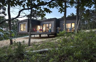 A Cape Cod Prefab Fans Out Toward the Forest in Three Tapering Branches