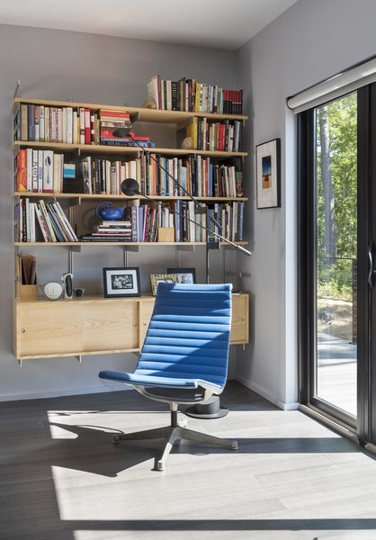 The interiors are furnished with midcentury modern pieces, including this vintage Eames Aluminum Group chair.