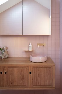 Ceramists at locally based Glost Studios created bathroom basins to match the custom color palette.