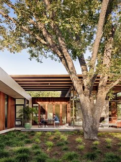 For sustainability, the Canopy House features a steel structure system and extensive masonry finishes to ensure durability and low maintenance needs. Likewise, the landscaping features xeriscaping and native plants.