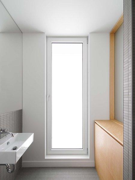 Gray Céragrès ceramic tiles line the bathroom.