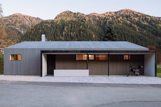 When viewed from the access road, House L echoes the local vernacular with its pitched, shed-like form.
