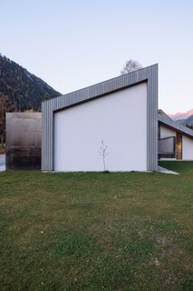 The architects designed the home so that it can be extended toward the south without altering the landscape.