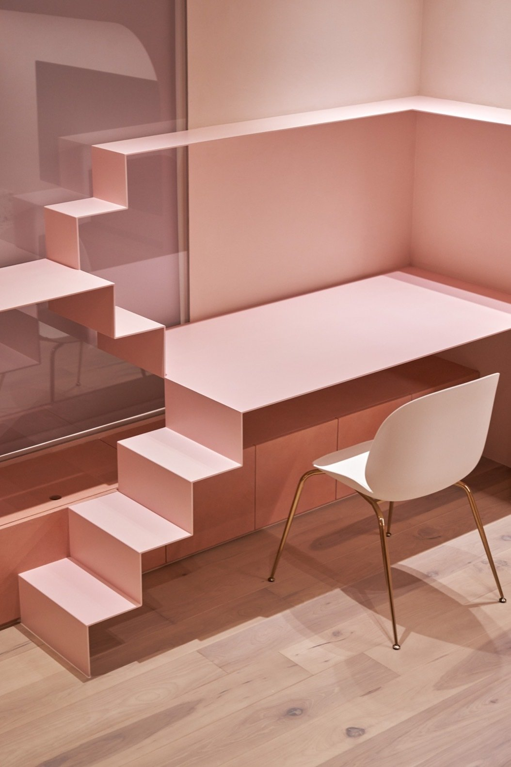 Cats' Pink House desk