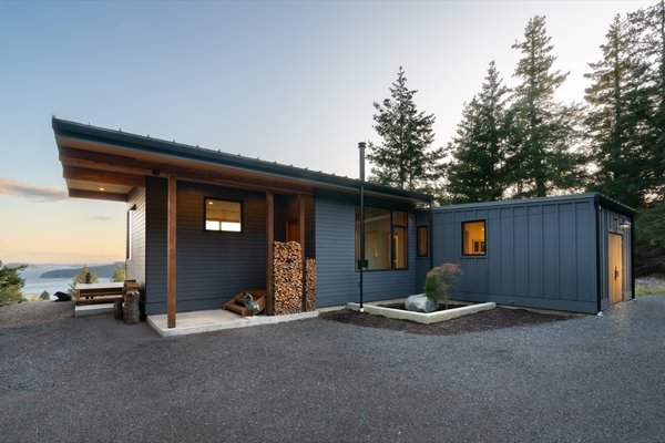 Completed in 2018 on a 2.6-acre site in the San Juan Islands, the two-bedroom modular home was installed in a day.