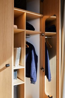 All LumiPods come with integrated storage. The full-height cabinetry is built from natural oak timber veneer with a matte finish.