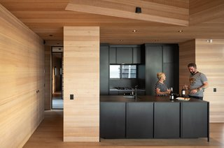 The kitchen was constructed with the KXN modular steel system by IMO.