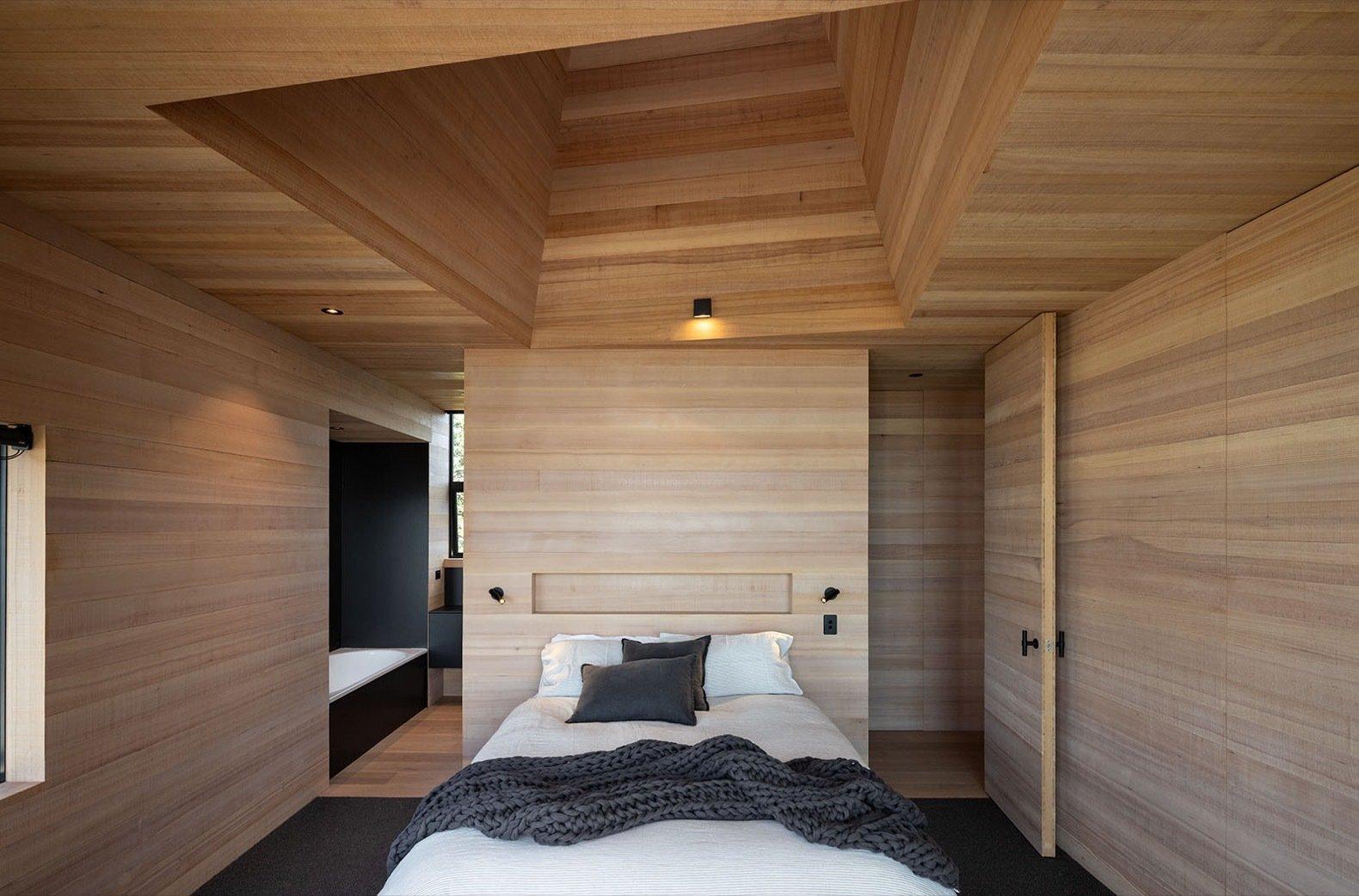 Light Mine  bedroom