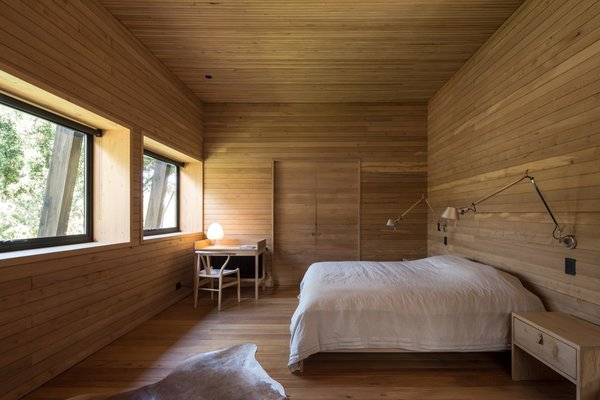 The architects custom designed all the beds from mañío wood.