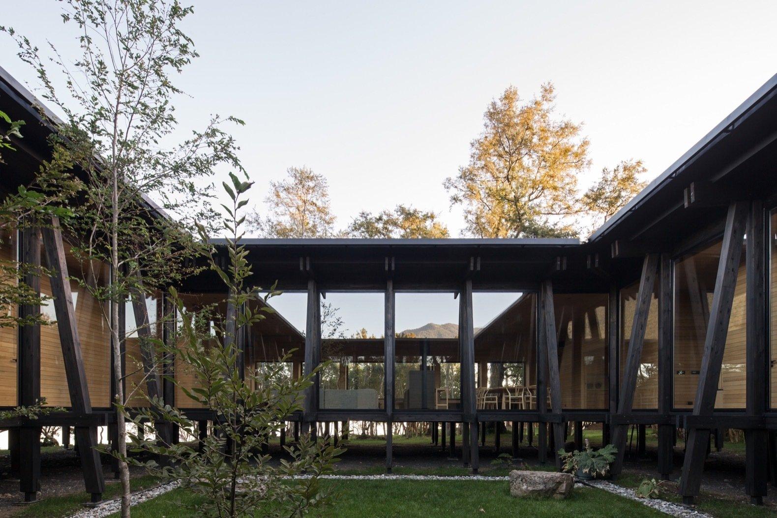 Patio House in Lago Ranco courtyard