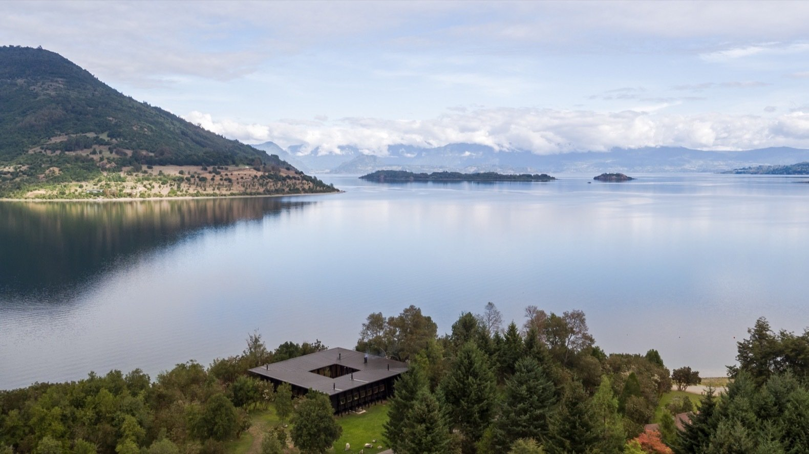 Patio House in Lago Ranco aerial view