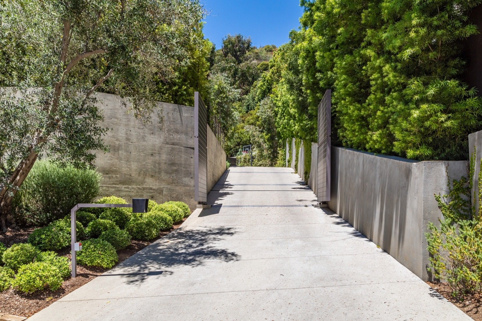 Outdoor, Front Yard, and Trees The home is completely hidden from view of the street.  Photo 1 of 15 in Will Arnett Lists His Prefab-Hybrid Home in Beverly Hills for $11M