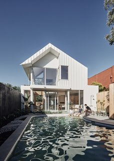 To open up the backyard, the architects removed the existing timber enclosure that once covered the pool.
