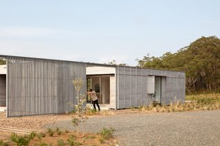 The south-facing timber screen can be pushed to the west to open up the courtyard to the expansive landscape.
