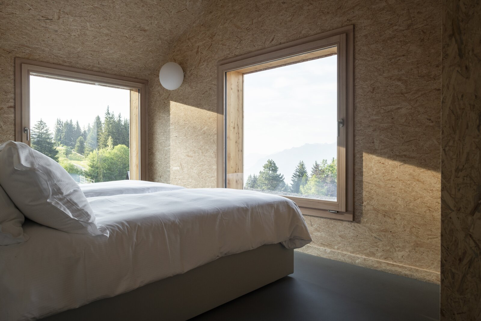 Whitepod Eco-Chalet bedroom