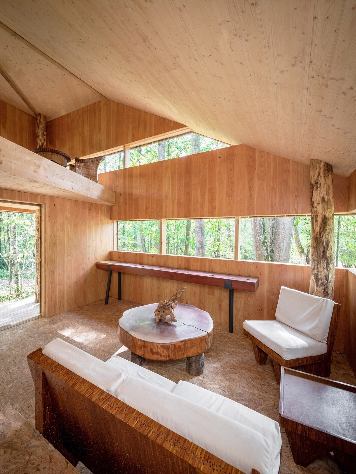 100% Wooden House living area