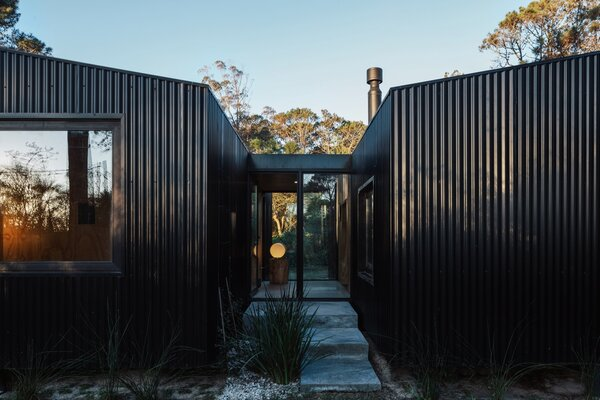 Located on a clearing in the woods, the Cabin in La Juanita offers a quiet escape away from the bustling downtown of José Ignacio.