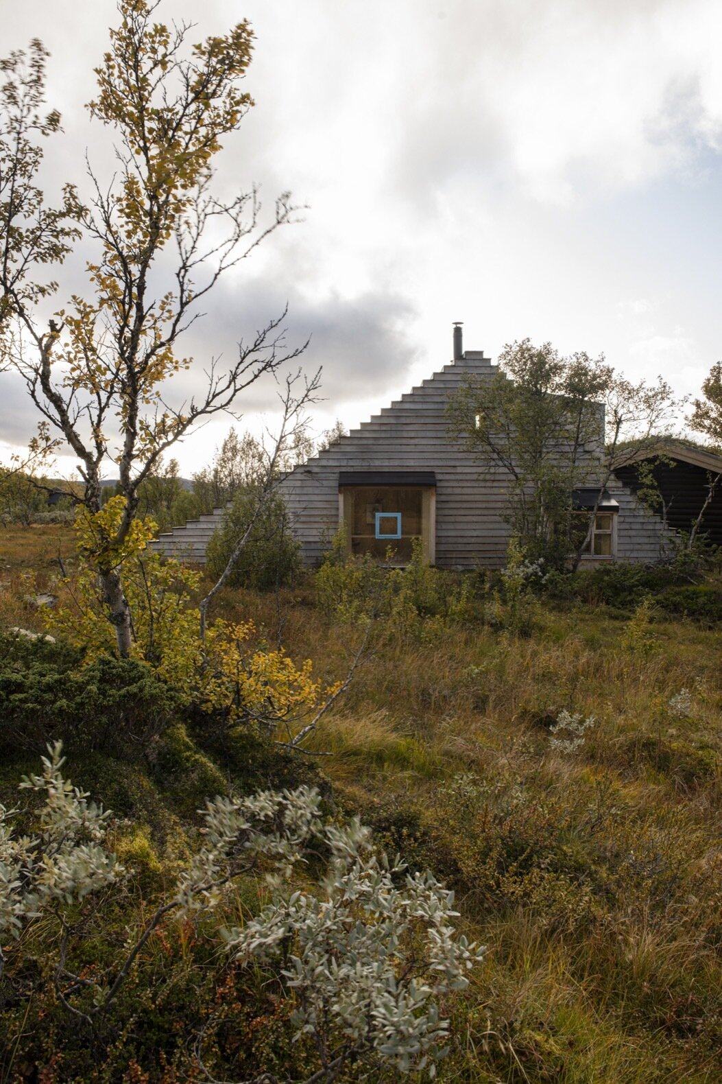 A Stepped Roof Primes This Cozy Norwegian Cabin for Next-Level Fun