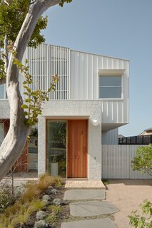 Following the example of the neighboring homes, the architects placed the upper floor slightly behind the ground-floor volume. Although the new roof is only 47 inches taller than its single-story predecessor, it allows for a second story.