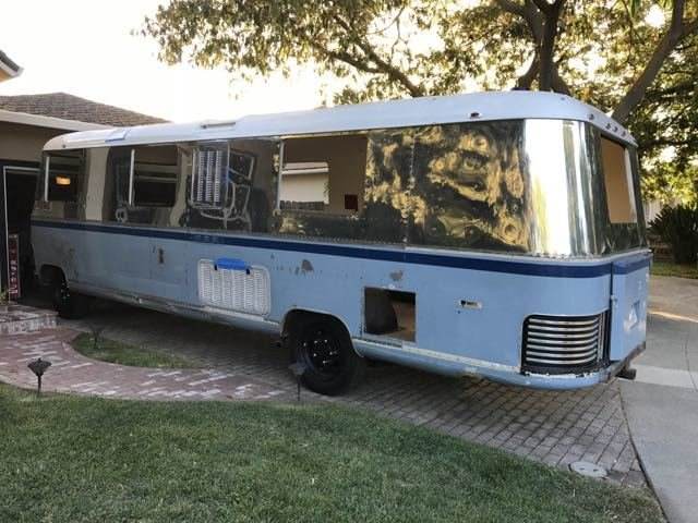 "Flatnose Frank: Our Renovated Vintage RevCon Motorhome (""Is that an Airstream?"")"