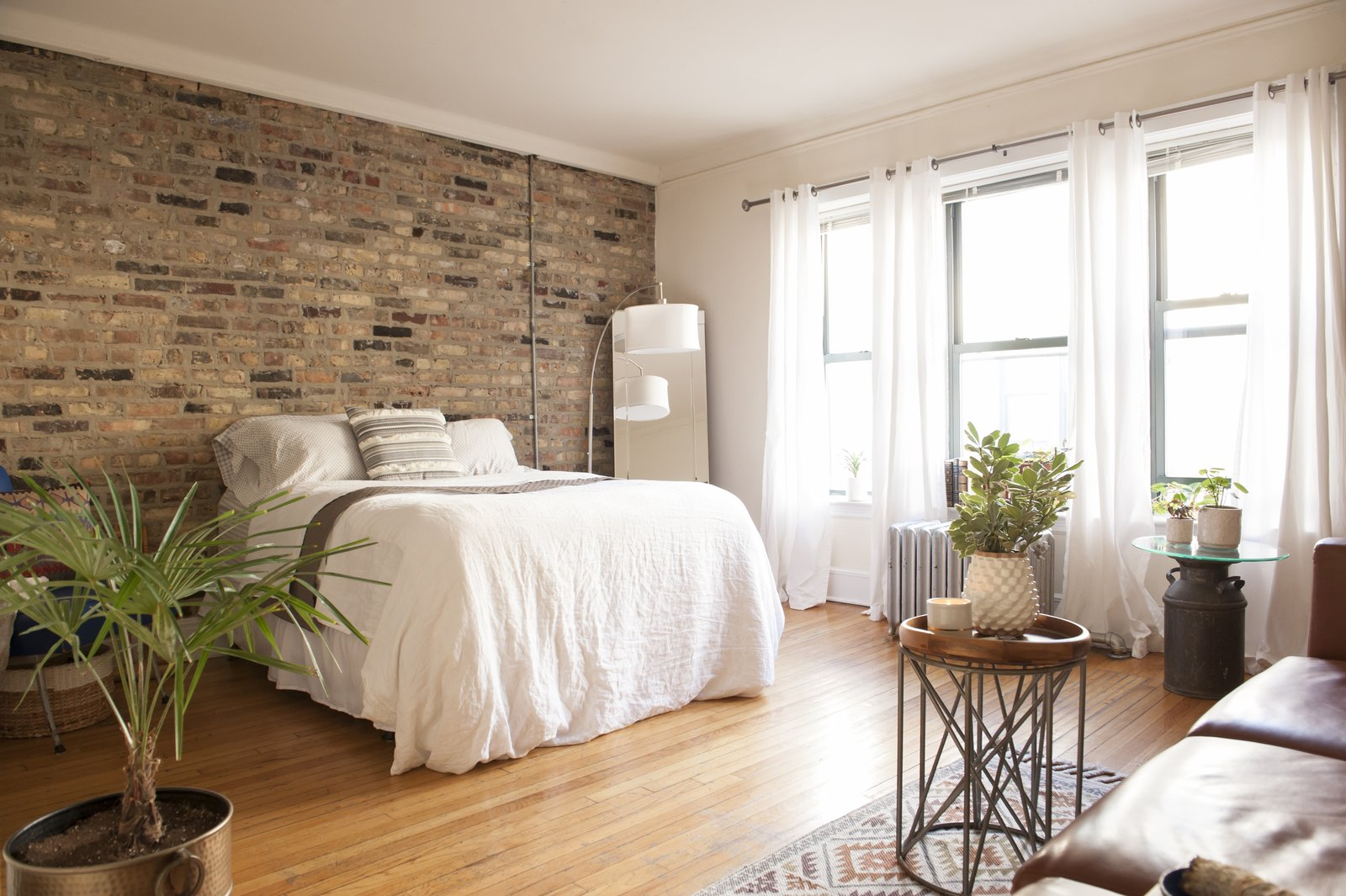 Fabulous Small Hip Chicago Studio Modern Home In Chicago Illinois Home Interior And Landscaping Ologienasavecom
