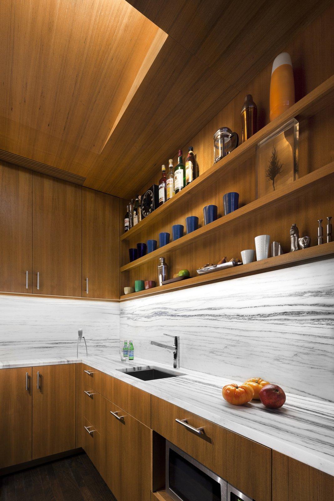 Marble kitchen backsplashes