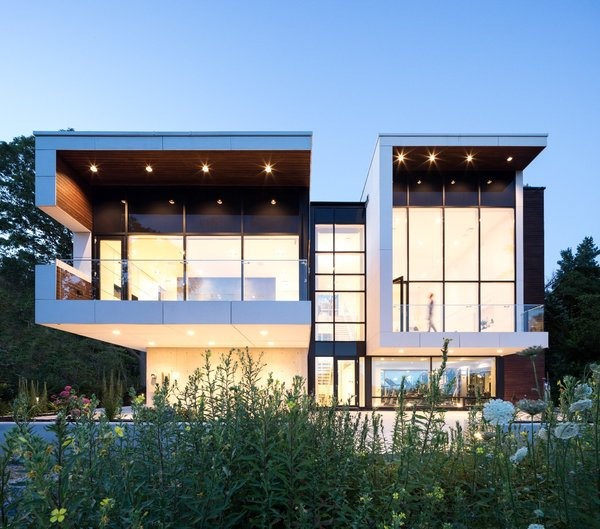 Located in the south end of Halifax, Nova Scotia, Syncline was designed by Omar Gandhi Architect. The quiet, masculine modern form sits adjacent to Point Pleasant Park and overlooks the North-West Arm.