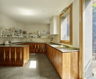 Creueta House-Kitchen.