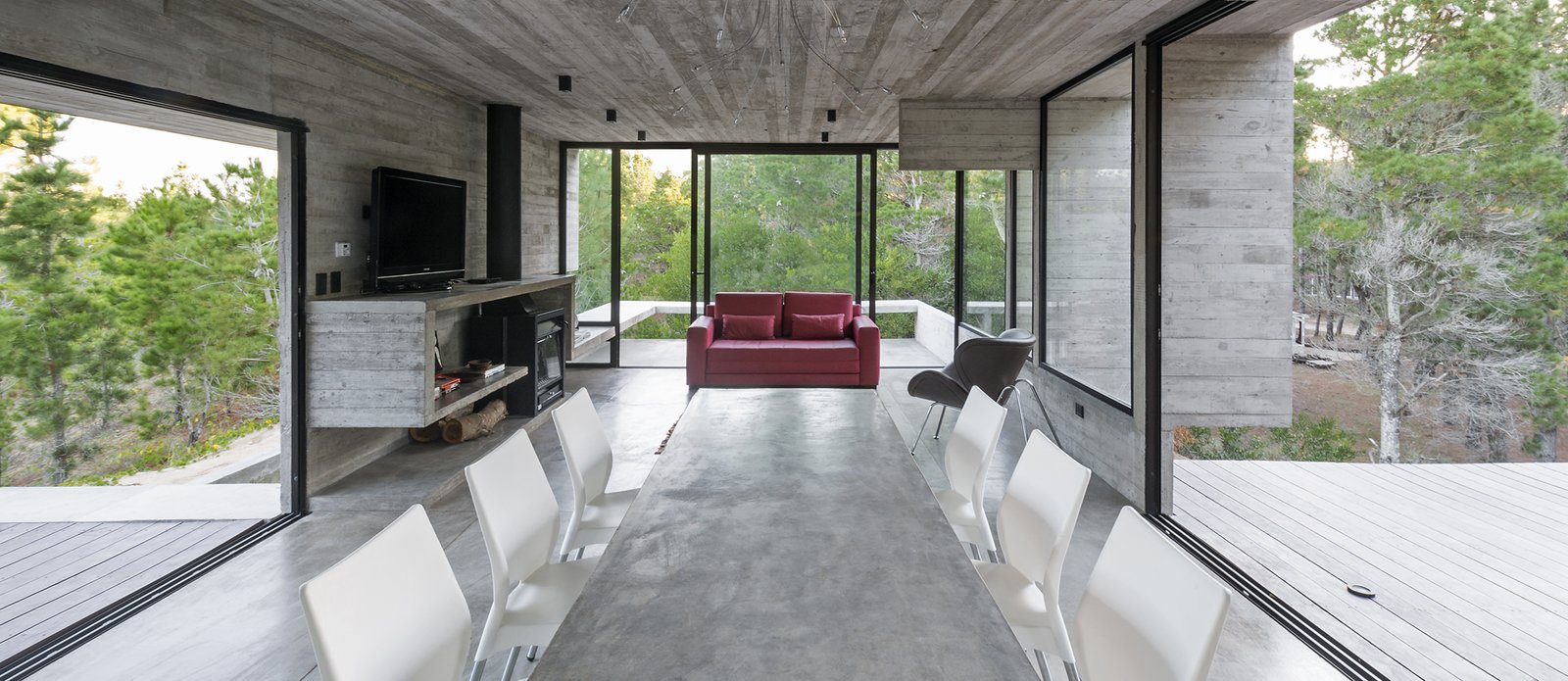 Living Room, Bench, Chair, Sofa, Accent Lighting, Wood Burning Fireplace, and Concrete Floor Wein House - Besonías Almeida arquitectos  Wein House by Besonías Almeida arquitectos